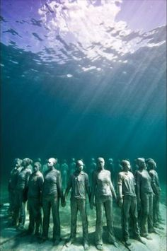Vicissitudes - Underwater sculpture by Jason deCaires Taylor, representing the cycle of life, at Molinere Underwater Sculpture Park off Grenada. Underwater Sculpture, Underwater Art, Underwater Photography, Sculpture Art, Underwater Pictures, Sculpture Garden, Under The Water, Under The Sea, Statues