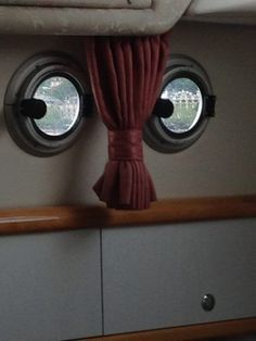 Welcome aboard. I see you are going to take a shower. Things With Faces, Wtf Face, Strange Places, Hidden Face, Funny As Hell, Everyday Objects, Pics Art, Op Art, Optical Illusions