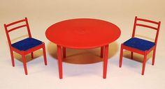 Annons på Tradera: Bord och stolar till dockskåp, Brio från ca 1970-talet
