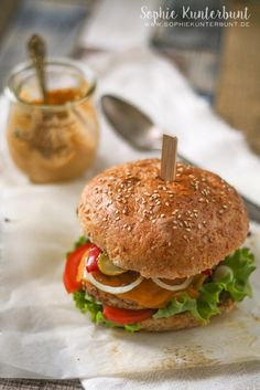 Chicken Burger with grilled paprika on my Blog right now. @sophiekunterbunt.
