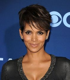 halle berry short haircut front 1