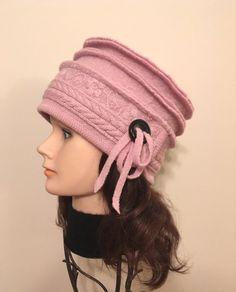 Chapeau en laine bouillie pour dame, couleur rose avec broderies, 100% laine récupérée. Chapeau chaud/ confortable/ unique/ femme/ cadeau/