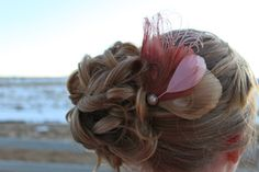 Pink and ivory peacock feather hair comb.