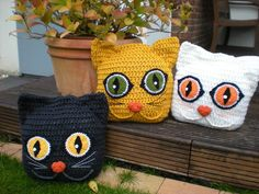 Crochet Cat Pillow: These cat pillows make it cozy everywhere. They cuddle with you, sleep happily with you in bed. Sunbathing in the garden, lounging on the garden lawn and hugging with everyone and everywhere. It is a great gift for cat lovers. They are crochet with a very