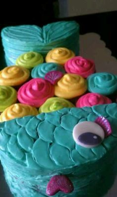Rainbow fish pull apart cake ..  Head and tail is made from one round cake!