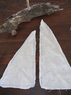 laurie's-projects: Driftwood Sailboat Tutorial Sea Crafts, Seashell Crafts, Diy And Crafts, Crafts For Kids, Painted Driftwood, Driftwood Art, Deco Marine, Driftwood Projects, Creation Deco