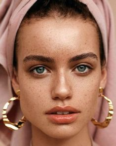 New skin beauty photography freckles Ideas Mode Inspiration, Makeup Inspiration, Fashion Inspiration, Makeup Ideas, Beauty Photography, Portrait Photography, Photography Women, Natural Makeup, Natural Beauty