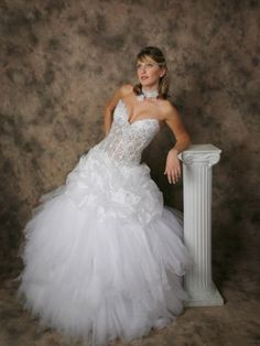 2012 Style A-line Sweetheart  Lace Sleeveless Sweep / Brush Train Tulle  White Wedding Dress For Brides