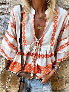 Ethnic Fashion, Boho Fashion, Mode Statements, Bell Sleeve Shirt, Bell Sleeves, Style Ethnique, Look Boho, Ethnic Print, Shirt Blouses