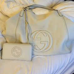 XL Gucci soho tote Probably one of my most favorite! About 2 1/2 years old and shows wear. This bag is enormous, and has light interior. Minor discolorations as the nature of a white leather bag. NO LONGER includes wallet. This price is for BAG ONLY Gucci Bags Shoulder Bags