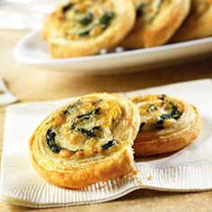 made these spinach and cheese rounds before...making them again tomorrow for a party.  Love them! Yummy Appetizers, Appetizers For Party, Appetizer Dips, Appetizer Recipes, 7 Course Meal, Pepperidge Farm Puff Pastry, Puff Pastry Recipes, Christmas Appetizers, Vegetable Recipes