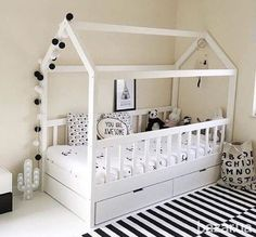 The bed is a wooden house, a children& room with drawers .- Das Bett ist ein Holzhaus, ein Kinderzimmer mit Schubladen … The bed is a wooden house, a children& room with drawers … - Toddler Rooms, Baby Boy Rooms, Baby Bedroom, Girls Bedroom, Bedroom Ideas, White Bedroom, Childs Bedroom, Toddler Sleep, Nursery Room