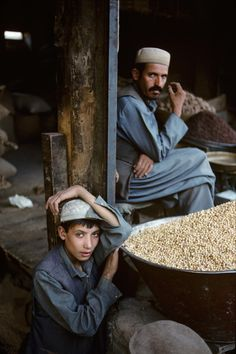 Vendors sell dried fruits and nuts in the old quarter of Kabul. Steve Mccurry Photos, Vivre A New York, World Press Photo, Afghan Girl, Alexander The Great, Central Asia, World Cultures, People Around The World, Afghanistan