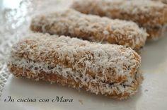I Pavesini mascarpone nutella e cocco sono dei sandwich di pavesini farciti di nutella e mascarpone, bagnati nel caffè e passati nella farina di cocco.