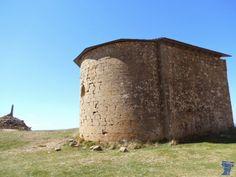 Ermita de san Miguel, es una construcción del XII de estilo románico, que está ubicada en la sierra de Marcuello, localidad de Sarsamarcuello, provincia de Huesca ermita-de-san-miguel-8