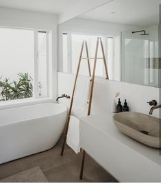 Simple clean lines.great window and outlook to garden/plantsSimple clean lines.great window and outlook to garden/plantsSimple clean lines.great window and outlook to garden/plantsThere are several tasks in life which are just never ending and Minimalist Bathroom Design, Modern Bathroom Design, Minimalist Decor, Bathroom Interior Design, Bathroom Designs, White Minimalist Bathrooms, Beach Interior Design, Modern White Bathroom, Neutral Bathroom