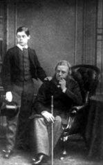 Lord Randolph Churchill (1849-1895) y su padre, John Spencer-Churchill (1822-1883), séptimo duque de Marlborough, conde de Sunderland y marqués de Blandford y que fue presidente del consejo (1867-1868) en el gabinete de Benjamin Disraeli (1804-1881). #miercolesretratos #EnciclopediaLibre (Public Domain)
