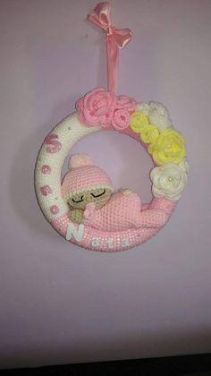 Baby Birth Bow - # Check more at spielzeug. Crochet Birds, Crochet Unicorn, Crochet Bunny, Crochet Dolls, Crochet Wreath, Crochet Crafts, Crochet Projects, Baby Girl Nursery Decor, Baby Decor