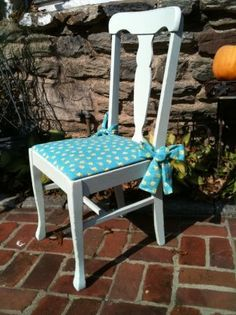 Philadelphia: 45.00 Adorable shabby chic/cottage accent chair pad
