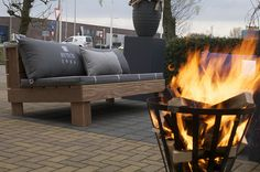 Big Pillows by Zuidkoop Natural Projects, Elements of Lifestyle 2013 met Weverling Groenprojecten 3 Pallet Bank, Big Pillows, Green Art, Easy Diy, Lounge, Exterior, Fire, Camping, Patio