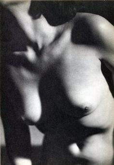 (Nude) Martin Munkacsi - Female Nude - Gravure _ I think about Tamara de Lempicka Martin Munkacsi, Most Famous Photographers, State Image, Photo Engraving, Richard Avedon, Photo B, Gravure, Female Bodies, Vintage Photos
