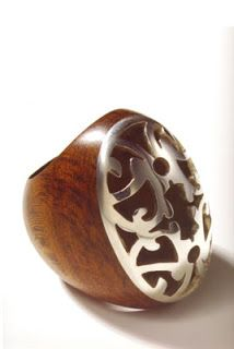 anillo de madera con plata