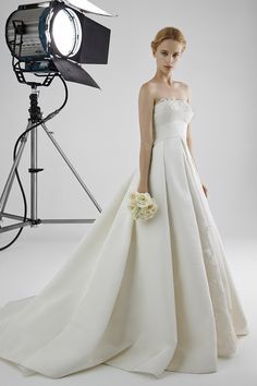 ALESSANDRA1: Strapless ball gown with neckline in guipure lace