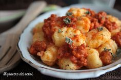 Gnocchi al #ragu http://ilnuovopiaceredeisensi.altervista.org/gnocchi-al-ragu-ricetta-della-mamma/ #meat #ilpiaceredeisensi #ricettebloggeriunite #gnocchi #primo #homemade