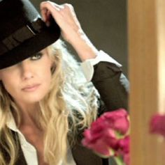 Faith Hill Country Music Stars, Country Singers, Mississippi, Soul 2 Soul, Tim And Faith, Tim Mcgraw Faith Hill, Love Hat, Naturally Beautiful, Celebs