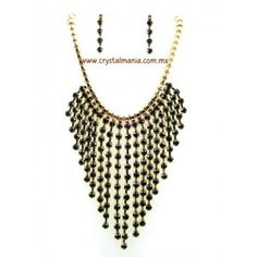 Set de collar y aretes  en color dorado con detalles en tono negro estilo 30434