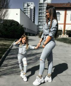 Matching outfit with daughter😍 Mother Daughter Matching Outfits, Mother Daughter Fashion, Mommy And Me Outfits, Mom Daughter, Matching Family Outfits, Kids Outfits, Cute Outfits, Daughters, Moda Club
