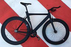 Santa Fixie. Koop een NoLogo bike Black 2016 https://www.santafixie.nl/nologo-zwart-2016.html