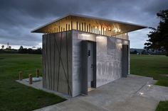 Hobsonville public toilets designed by Arch Office. Wc Design, Toilet Design, Public Bathrooms, Outdoor Bathrooms, Wc Public, Plaza Design, Outdoor Toilet, Restroom Design, Small Buildings