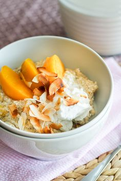 "Creamy Peaches and Coconut Quinoa ""Oatmeal"" from The Healthy Foodie -Make sure to substitute the whey protein with Vegetarian Protein Real Food Recipes, Cooking Recipes, Healthy Recipes, Healthier Desserts, Paleo Meals, Healthy Meals, Breakfast Time, Breakfast Recipes, Breakfast Ideas"