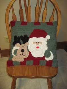 Christmas pillow by Maggie Weldon ~ free crochet pattern via Ravelry