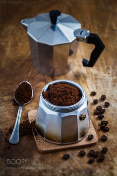 Lots Of Coffee Facts Tips And Tricks 5 – Coffee Coffee And Books, I Love Coffee, Coffee Break, Coffee Cafe, Coffee Drinks, Coffee Tables, Momento Cafe, Café Chocolate, Coffee Facts