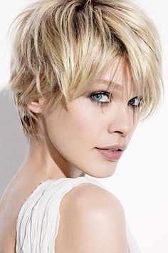 Short blonde hair inspiration for summer highlights. Short Hairstyles For Women, Straight Hairstyles, Cool Hairstyles, Layered Hairstyles, Hairstyle Ideas, Blonde Hairstyles, Hair Ideas, Natural Hairstyles, Bob Hairstyle