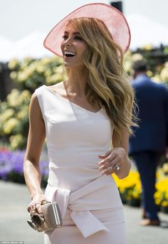 Races Fashion, Party Fashion, Fashion Outfits, Oaks Day, Jennifer Hawkins, Funky Hats, Derby Outfits, Petite Women, Classy Outfits