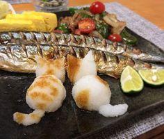 お魚美味しい #おろし猫 #猫おろし  #正確にはどっちなのか #大根おろし#秋刀魚  #かわいい後ろ姿#ねこ#猫 #食べられないと嘆く旦那ちゃん