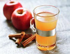Gløgg kokt på epler er kanskje litt mer tidkrevende enn å koke gløgg fra flaske, men så godt! Something Sweet, Fun Drinks, Moscow Mule Mugs, Smoothie, Yummy Food, Tableware, Christmas, How To Make, Xmas