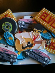 The King cookie platter: so many things I dig here, the cars are great! No Bake Sugar Cookies, Iced Cookies, Cute Cookies, Cupcake Cookies, Man Cookies, Birthday Cookies, Elvis Birthday Party, Vintage Birthday Parties, 70s Party