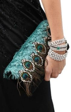 Women& Handbags & Bags: The biggest luxury brands have .- Women's Handbags & Bags : Les plus grandes marques de luxe au monde, Luxury & Vintage Madrid, vous propose… – Fashion Inspire Fashion Bags, Fashion Accessories, Peacock Jewelry, Peacock Purse, Peacock Colors, Peacock Feathers, Vintage Purses, Vintage Clutch, Vintage Leather