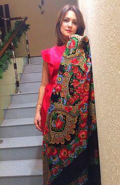 Red ladies russian silk satin turkish indian  posad pavlovo shawl floral hijaab