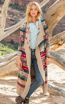 Infuse your style with the spirit of the Southwest with our jacquard-patterned cardigan.