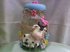 What a cute cow :) Polymer Clay Figures, Cute Polymer Clay, Cute Clay, Fimo Clay, Polymer Clay Crafts, Clay Jar, Decorated Jars, Clay Design, Pasta Flexible