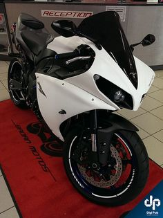 Yamaha R1 White Carbon