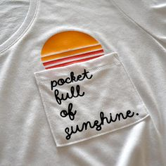 T-Shirts - Cute Tshirt Pocket full of sunshine Happy shirt Comfy shirt Cute shirt with sayings Sunshine Sun Summer tee summer cute tee pocket Source by Beige Beach Dresses, Mode Hipster, Pocket Full Of Sunshine, Diy Broderie, Diy Kleidung, Diy Vetement, Diy Mode, Vinyl Shirts, Cute Tshirts