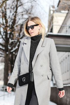 tifmys – Coat: Minimum | Sweater and pants: H&M | Snow Boots: Isabel Marant Nowles | Bag: Gucci Dionysus | Earrings: Maschalina | Sunglasses: Céline Mini Audrey