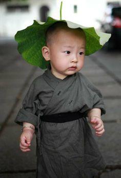 Latest Chinese News Lesson: Xichan Temple's little monk hits the Internet. Xi Chan sì de xiǎo héshàng. Xi Chan 寺 的 小 和尚。 www.gurulu.com