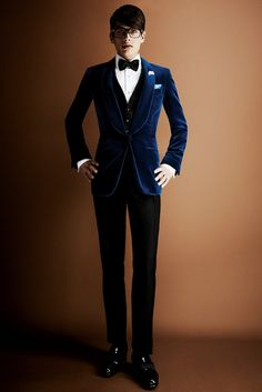 Tom Ford Fall 2013 Menswear Fashion Show Look Fashion, Fashion Show, Mens Fashion, Fashion Design, Fashion Styles, Fashion Trends, Sharp Dressed Man, Well Dressed, Tom Ford